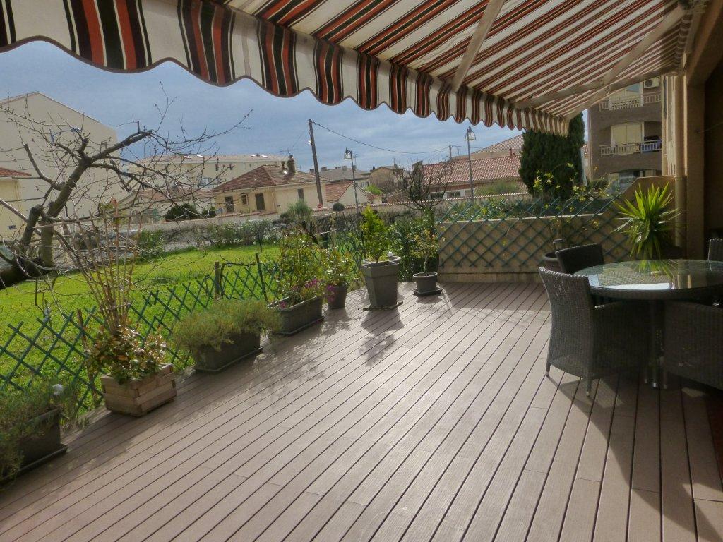 vente rez de jardin en centre ville grande terrasse. Black Bedroom Furniture Sets. Home Design Ideas